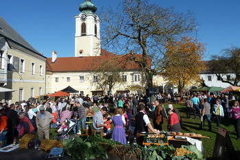 Traditioneller Schmankerlmarkt am Nationalfeiertag in Pfarrkirchen